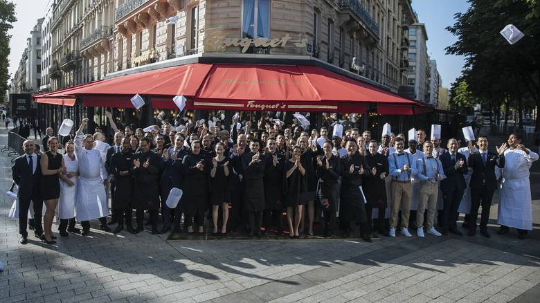 Le Fouquet's: Άνοιξε η διάσημη μπρασερί του Παρισιού που λεηλατήθηκε σε διαδηλώσεις