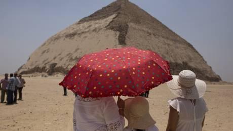 Αίγυπτος: Άνοιξαν ξανά για το κοινό δύο αρχαίες πυραμίδες