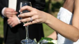 Πανικός σε γαμήλιο γλέντι στα Χανιά – Κατέρρευσαν οι γυάλινες τζαμαρίες ασανσέρ