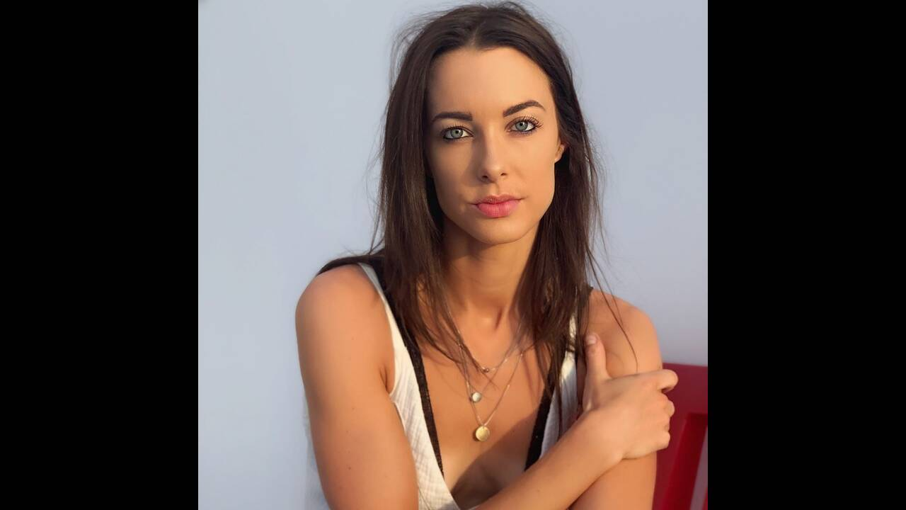 https://cdn.cnngreece.gr/media/news/2019/07/14/184367/photos/snapshot/emilyhartridge_66504244_382727939263646_2631442732755429415_n.jpg