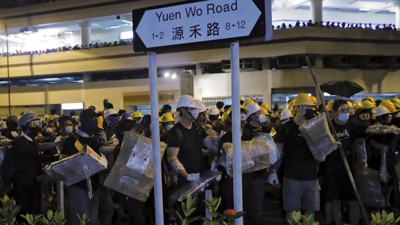 Χονγκ Κονγκ: Νέες συγκρούσεις διαδηλωτών με αστυνομικούς