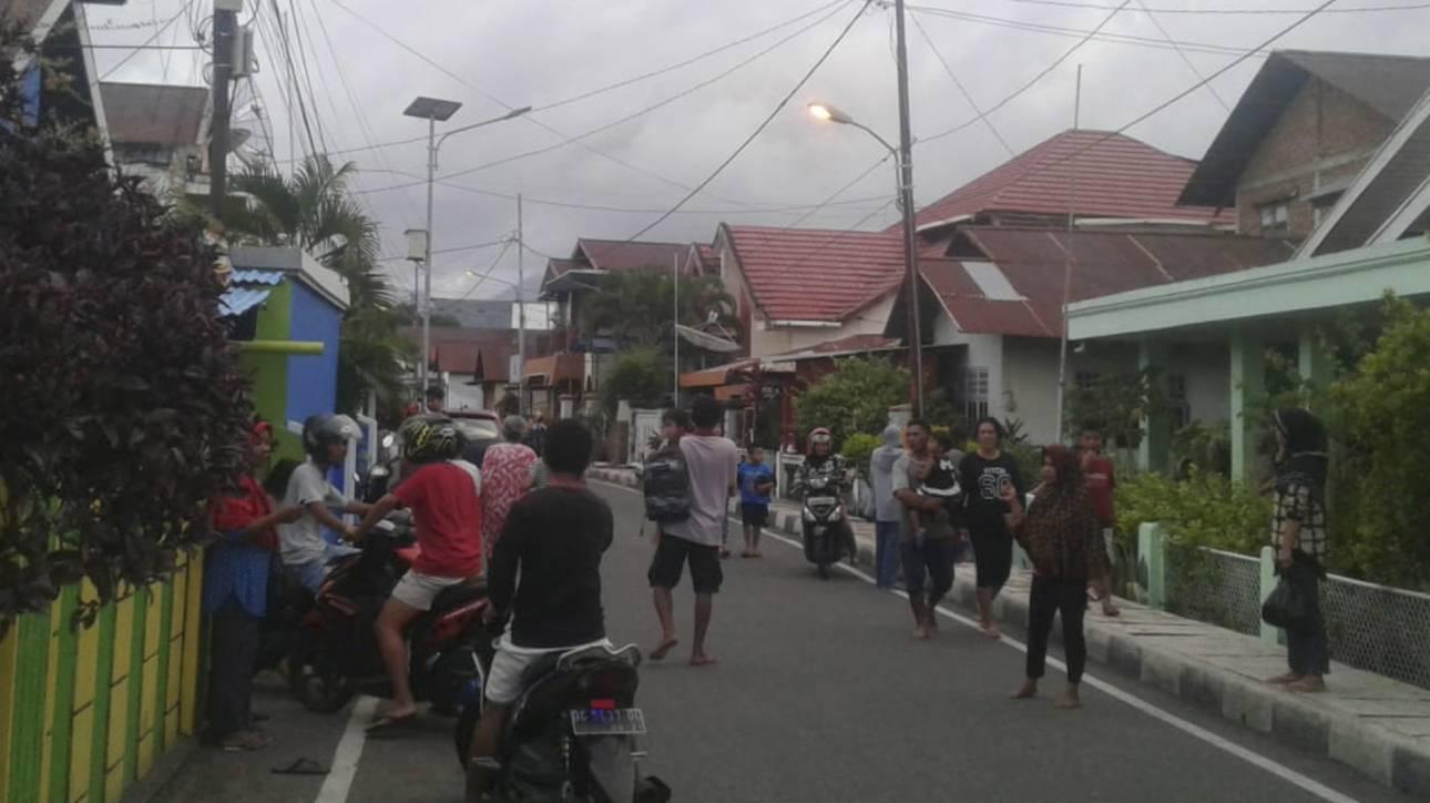 Σεισμός Ινδονησία: Ένας νεκρός και εκατοντάδες κατεστραμμένα σπίτια