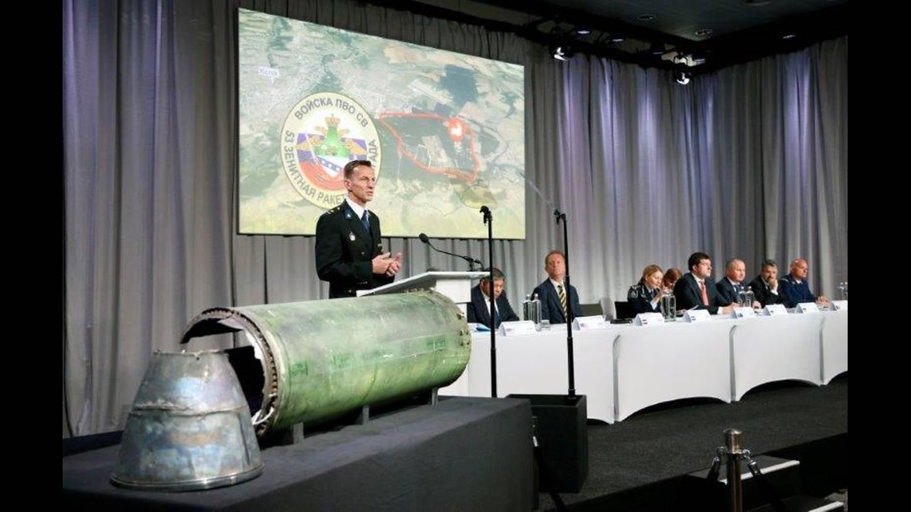 https://cdn.cnngreece.gr/media/news/2019/07/15/184446/photos/snapshot/2018-05-24T095535Z_231562956_RC12DBAA7C50_RTRMADP_3_UKRAINE-CRISIS-MH17.jpg