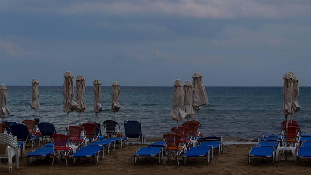 Κακοκαιρία: Άδειασαν οι παραλίες ενόψει των έντονων καιρικών φαινομένων