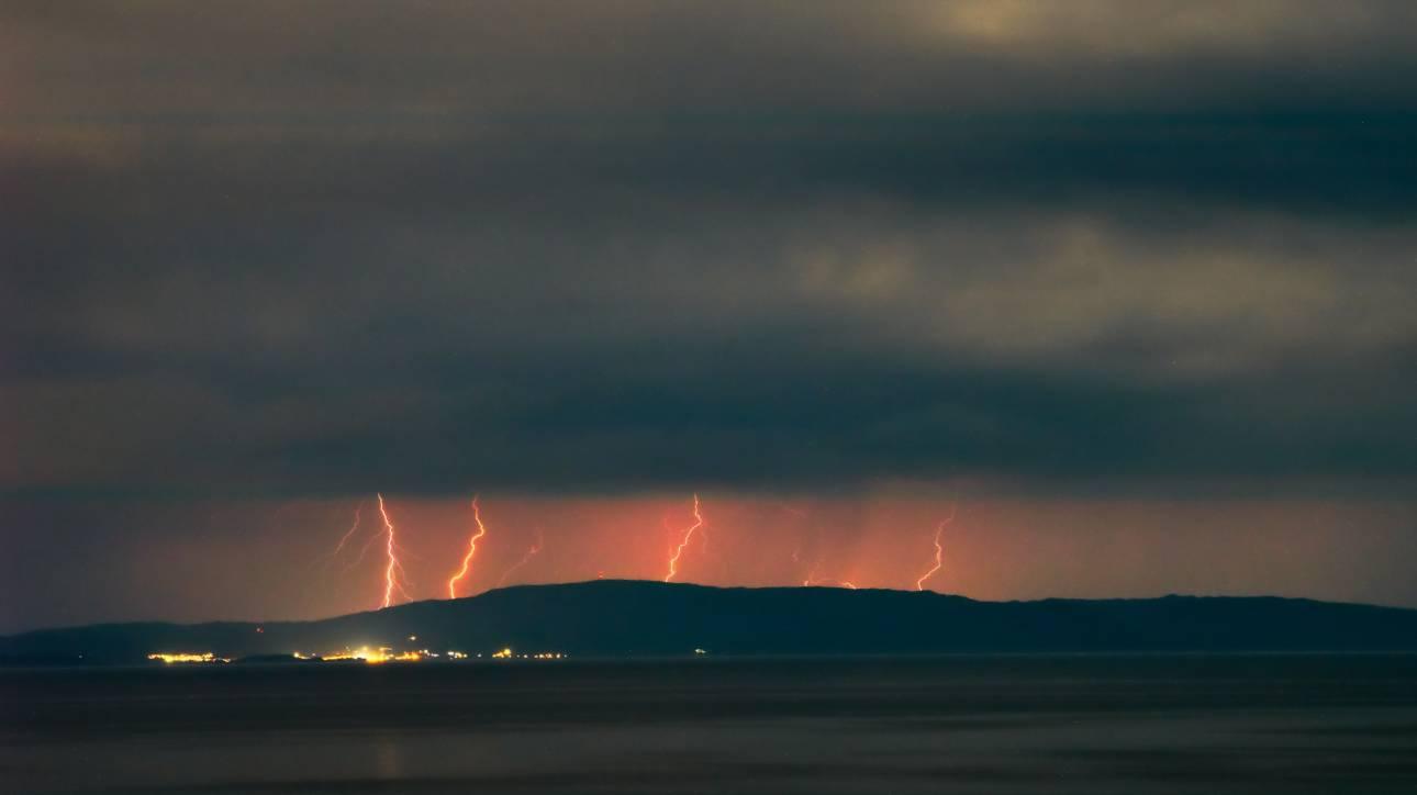 Καιρός: Προ των πυλών ο «Αντίνοος» - Έρχονται καταιγίδες, χαλάζι και πτώση της θερμοκρασίας