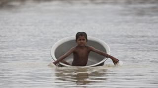 Στο έλεος της κακοκαιρίας η νότια Ασία - Περισσότεροι από 100 οι νεκροί