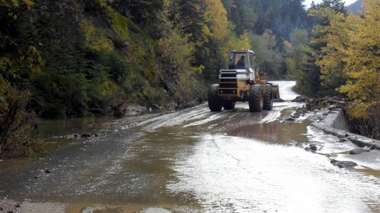 Έντονη κακοκαιρία στη Φθιώτιδα: Διακοπές ρεύματος και δρόμοι... ποτάμια