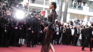 «Δεν είμαι τέλεια, έχω διπλοσάγονο, μου αρέσουν οι ρυτίδες»: Η Ιρίνα Σάικ για την αποδοχή του «εγώ»