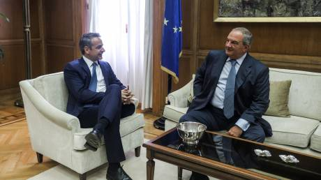 Συνάντηση Μητσοτάκη - Καραμανλή στη Βουλή: Τι συζητήθηκε