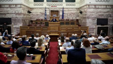 «Ανταρσία» βουλευτών ΣΥΡΙΖΑ για μισθούς και συνεργάτες