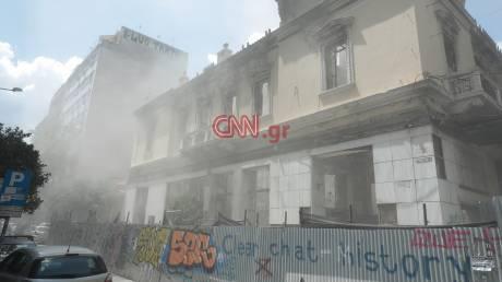 Σεισμός Αθήνα: Κατέρρευσε τμήμα του κτηρίου της Marfin (pics)