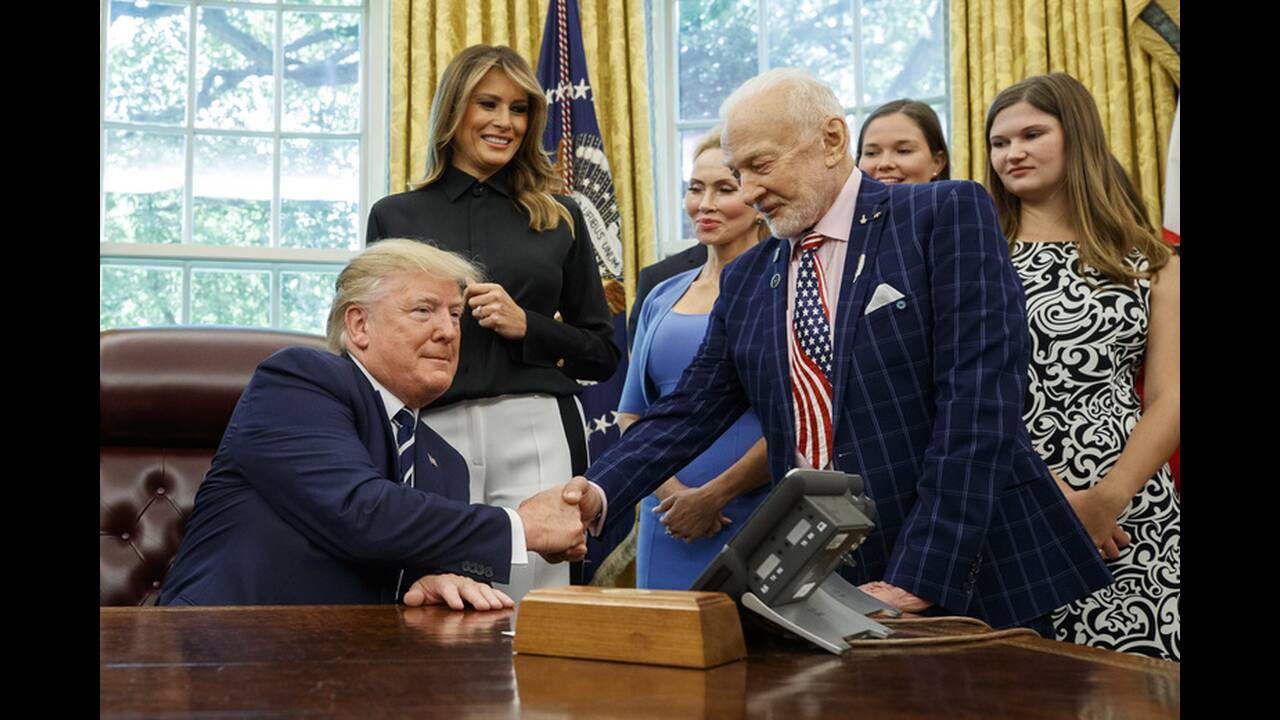 https://cdn.cnngreece.gr/media/news/2019/07/19/184941/photos/snapshot/AP_19200638383122.jpg