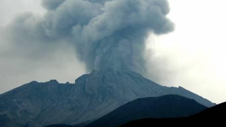 Συναγερμός στο Περού: Εκρήξεις στο ηφαίστειο Ουμπίνας