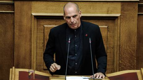 Γ. Βαρουφάκης: Ο λαός να αποδράσει από τη χρεοδουλοπαροικία που ερημοποιεί την Ελλάδα