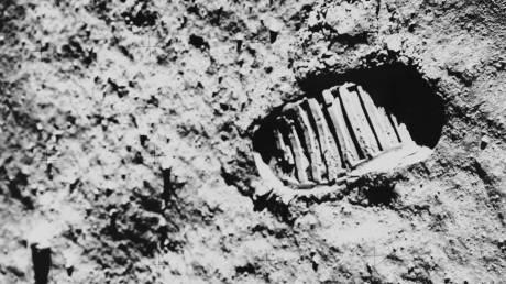 «Ένα μεγάλο άλμα για την ανθρωπότητα»: 50 χρόνια πριν ο Νιλ Άρμστρονγκ πάτησε στη Σελήνη