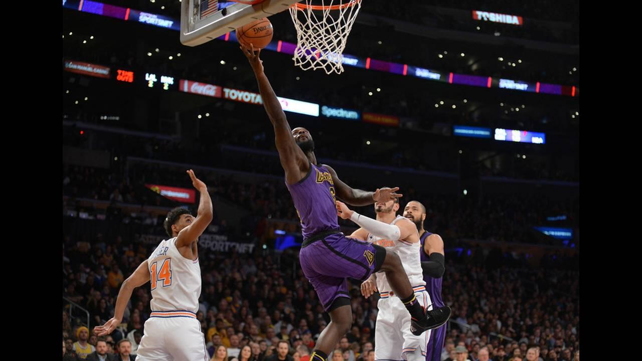 https://cdn.cnngreece.gr/media/news/2019/07/23/185228/photos/snapshot/2019-01-05T063657Z_313953171_NOCID_RTRMADP_3_NBA-NEW-YORK-KNICKS-AT-LOS-ANGELES-LAKERS.jpg