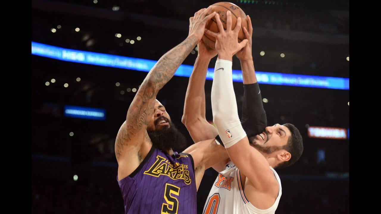https://cdn.cnngreece.gr/media/news/2019/07/23/185228/photos/snapshot/2019-01-05T063701Z_1485071902_NOCID_RTRMADP_3_NBA-NEW-YORK-KNICKS-AT-LOS-ANGELES-LAKERS.jpg