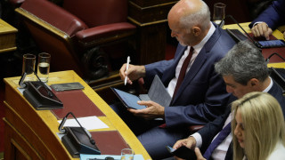 «Ποδαρικό» στη Βουλή με ερώτηση για τους μετακλητούς έκανε το ΚΙΝΑΛ