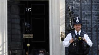Πρώτα στο Μπάκιγχαμ, μετά στη Ντάουνιγκ Στριτ: Καθήκοντα πρωθυπουργού αναλαμβάνει ο Μπόρις Τζόνσον