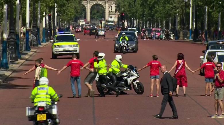 Βρετανία: Διαδηλωτές επιχείρησαν να εμποδίσουν τον Μπόρις Τζόνσον να φτάσει στο Μπάκιγχαμ