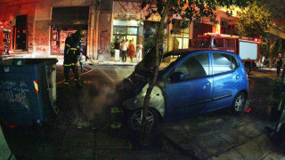 Πετράλωνα: Άγνωστοι πυρπόλησαν αυτοκίνητα τα ξημερώματα