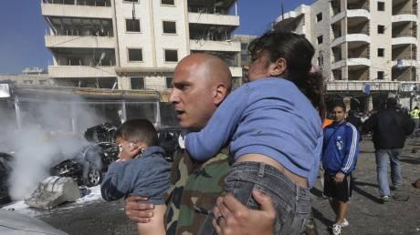 Η φρίκη του πολέμου: 5χρονη σταματά τη μοιραία πτώση της αδελφής της από το βομβαρδισμένο σπίτι τους