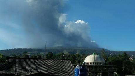 Έκρηξη ηφαιστείου στην Ινδονησία: Εκκενώθηκαν κατοικίες