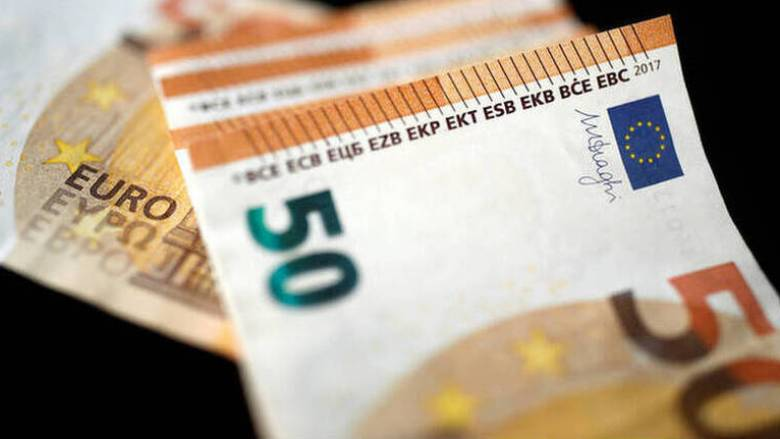 «Λαβράκι» του ΣΔΟΕ σε... καλλιστεία - Τους έπιασαν με 250 χιλιάδες ευρώ σε σακούλες