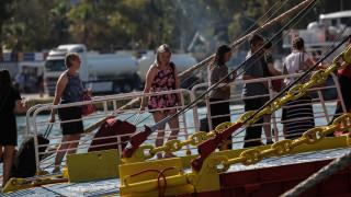 Με... 40άρια, αεροπλάνα και βαπόρια εγκαταλείπουν οι Αθηναίοι την πρωτεύουσα