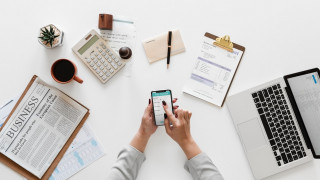 5 λόγοι για να χρησιμοποιείτε χρεωστική κάρτα στην επιχείρηση