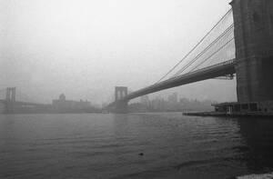 Νέα Υόρκη, 1970. Η πόλη της Νέας Υόρκης κάτω από ένα σύννεφο αιθαλομίχλης, που έχει σκεπάσει την πόλη εδώ και μέρες.