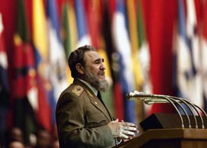 1985, Ο Πρόεδρος της Κούβας Φιντέλ Κάστρο στον εναρκτήριο λόγο του στη Συνέλευση των 25 χωρών της Λατινικής Αμερικής και της Καραϊβικής.