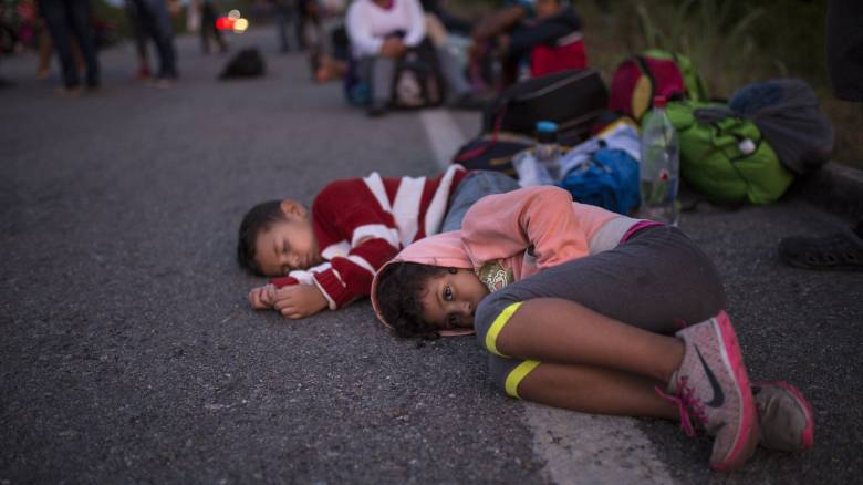 ΗΠΑ: Περισσότεροι από 900 ανήλικοι μετανάστες χωρίστηκαν από τους γονείς τους