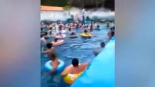 Συγκλονιστικό βίντεο: Τσουνάμι σε… πισίνα της Κίνας - Τραυματίστηκαν δεκάδες άνθρωποι