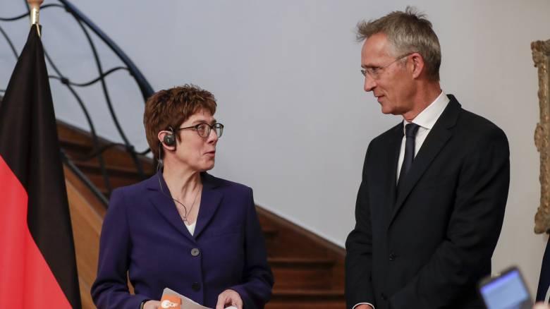 «Το Βερολίνο θα τηρήσει τις δεσμεύσεις του απέναντι στο ΝΑΤΟ» διαμηνύει η νέα υπουργός Άμυνας