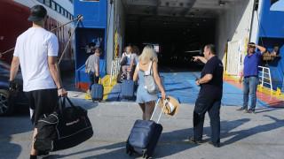 Το αδιαχώρητο στο λιμάνι του Πειραιά - Αποφασίστηκε 10λεπτη παράταση στον απόπλου