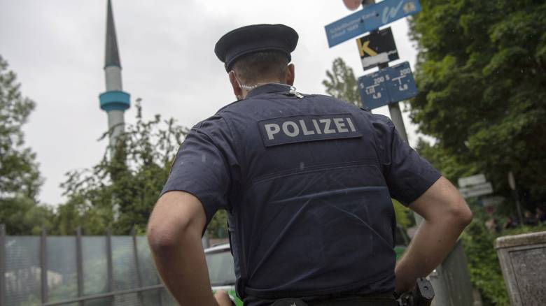 Γερμανία: Άγρια δολοφονία άνδρα με ξίφος στη μέση του δρόμου
