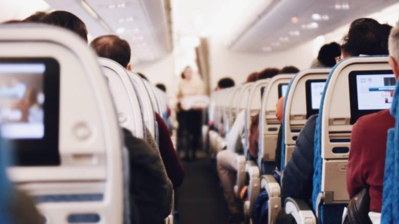 «Σκοτεινό» μήνυμα σε χαρτοπετσέτες μπέρδεψε τους επιβάτες αεροπλάνου