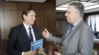 Συνάντηση Θεοδωρικάκου με τον πρόεδρο της ελληνικής κοινότητας της Αυστραλίας
