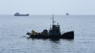 Διαρροή πετρελαιοειδών σε ακινητοποιημένο πλοίο στη Θήρα