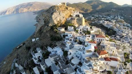 Σκύρος: Το νησί με την αστείρευτη ομορφιά και τις πράσινες παραλίες
