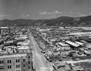 1949, Χιροσίμα. Η πόλη της Χιροσίμα, με το επίκεντρο της έκρηξης της ατομικής βόμβας σε πρώτο πλάνο.