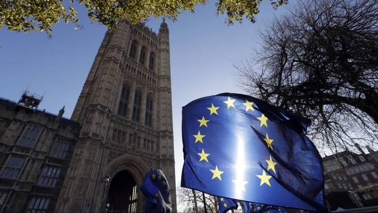 Η ΕΕ προειδοποιεί: Ένα «σκληρό» Brexit θα προκαλέσει σοβαρή αναταραχή
