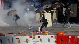 Χονγκ Κονγκ: Σε σφιχτό απεργιακό κλοιό για πέμπτη μέρα το κρατίδιο