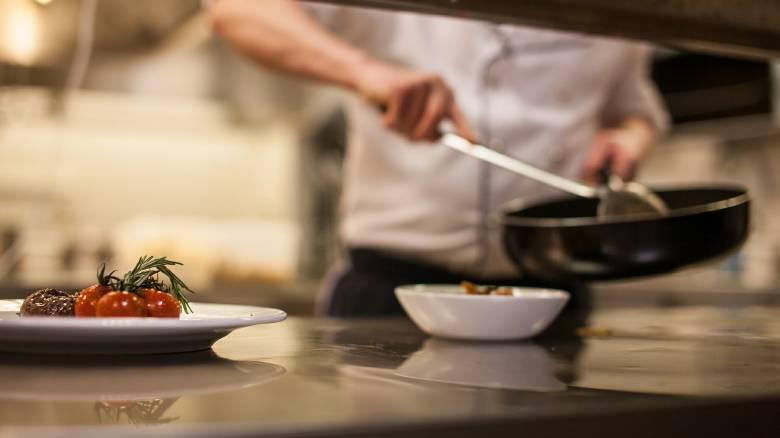 Σοβαρές καταγγελίες: Υπεύθυνος κουζίνας βασάνιζε 19χρονο μαθητευόμενο στην Κέρκυρα