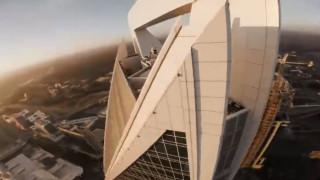 Τρομακτικό βίντεο για όσους έχουν υψοφοβία: Drone κάνει «βουτιές» από ουρανοξύστες