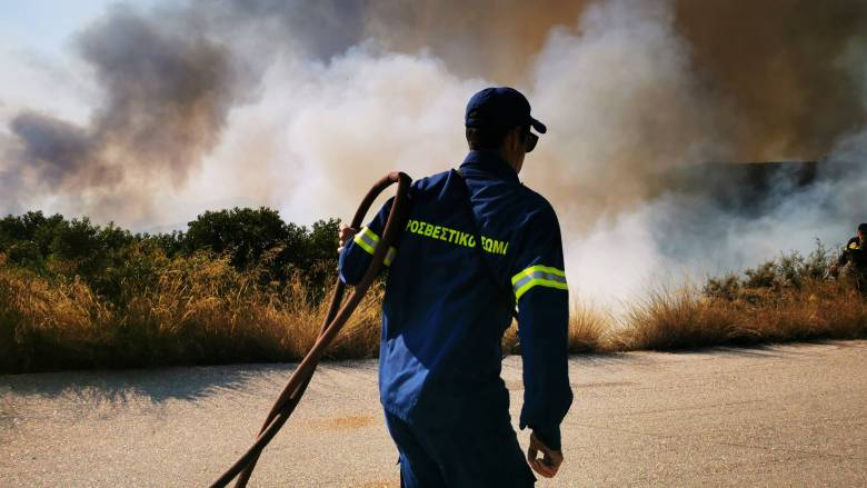 Φωτιά στο Ξυλόκαστρο: Ολονύχτια μάχη έδωσε η πυροσβεστική