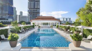 Το ιστορικό ξενοδοχείο Raffles άνοιξε ξανά τις πόρτες του μετά από δύο χρόνια ανακαίνισης