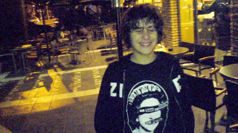 «Το παιδί μου στο χώμα, οι δολοφόνοι ελεύθεροι»: Ξεσπά η μητέρα του Αλ. Γρηγορόπουλου