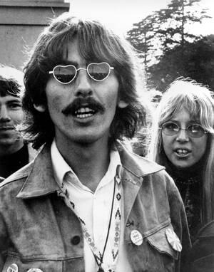 1967, Καλιφόρνια. Το μέλος του συγκροτήματος The Beatles, Τζορτζ Χάρισον, με τη σύζυγό του Πάτι Μπόιντ, στο Σαν Φρανσίσκο.